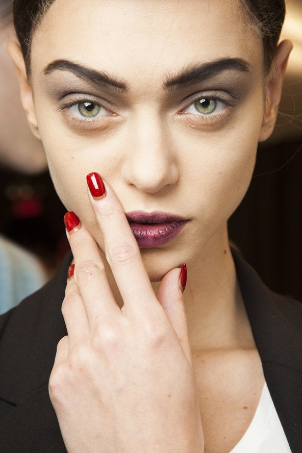 no mascara look, dark lips, runway beauty