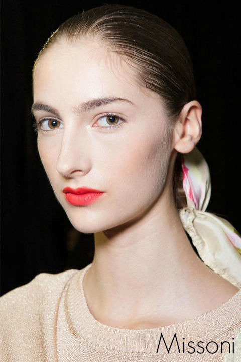 no mascara look, bright orange lips, runway beauty