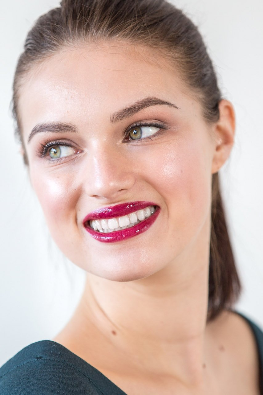 Fresh glowy makeup with bright magenta lips