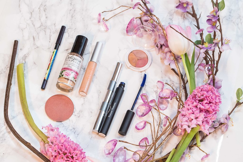 Natural and organic Makeup Products used for the eco makeup look based on the blue eyes trend.